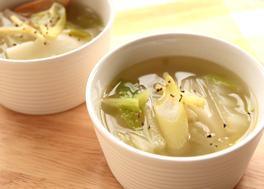 はくさいとおもちの生姜風味スープ