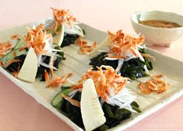 わかめと桜海老の春の恵みサラダ